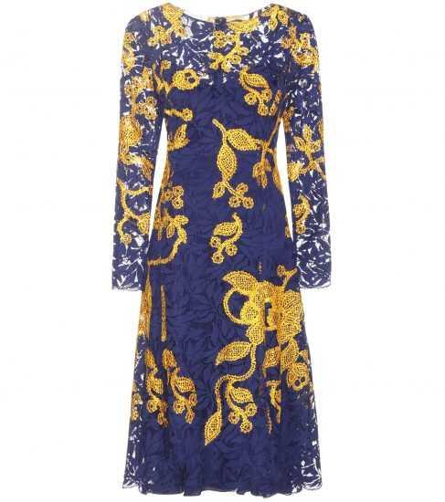Кружевное фиолетовое платье с вышитыми желтыми цветами