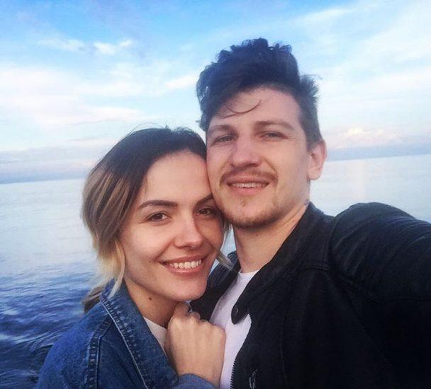 MamaRika Сергей Середа на фоне моря