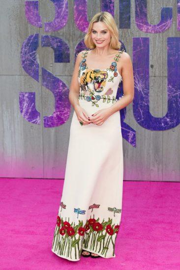Марго Робби в белом платье с цветами