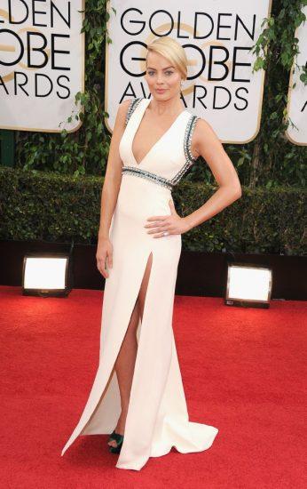 Марго Робби в длинном белом платье