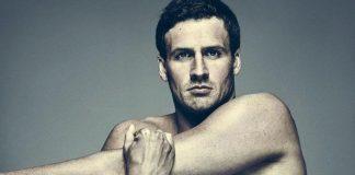 Футболист Райан Лохте с голым торсом на сером фоне
