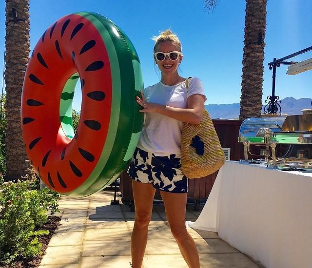 Звездный Instagram: что нужно брать с собой на пляж, по мнению звезд
