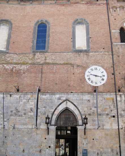 Стена аптеки Maria Della Scala