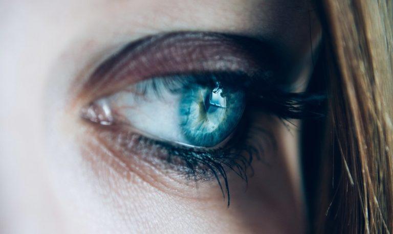 Усталые глаза: 5 способов быстро снять покраснение
