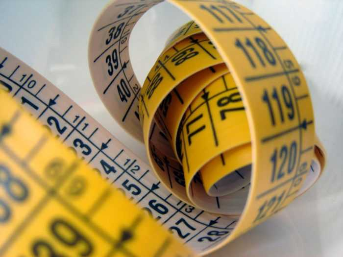 желтый сантиметр