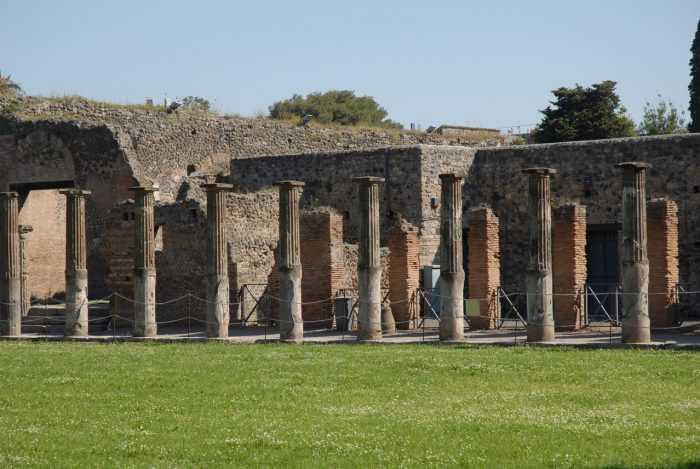 Помпей в Неаполе