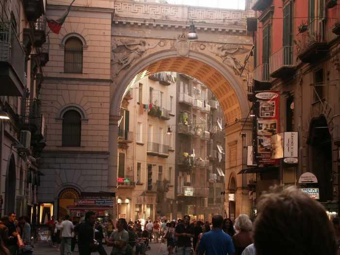 улица в Неаполе