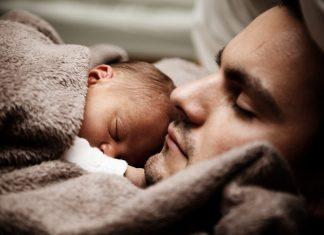 отец и маленький ребенок