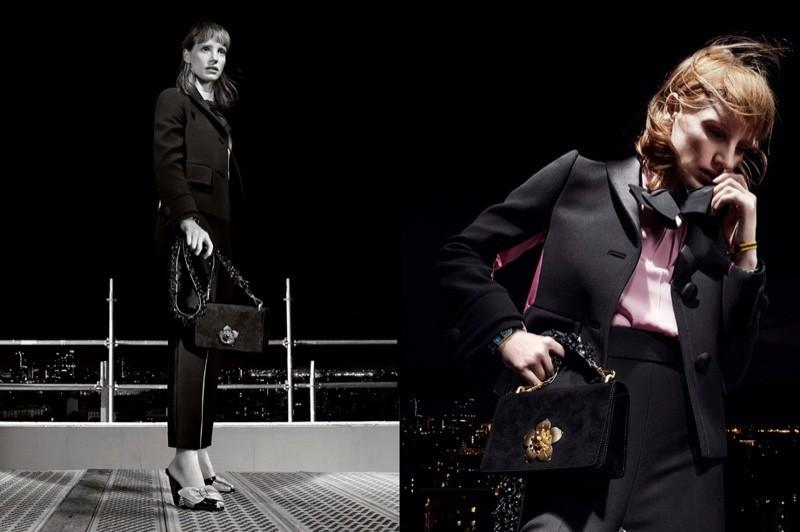 модель в черном костюме Prada 2016