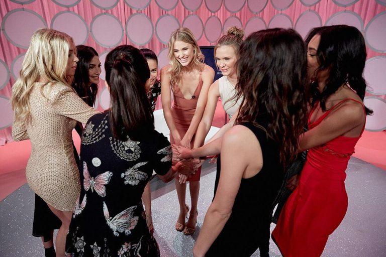 Модели Victoria's Secret провели встречу в прямом эфире