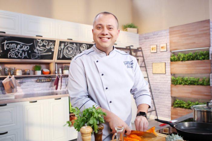 Постное меню от Дромова и Доманского: Рис с овощами по-тайски в ананасе 1
