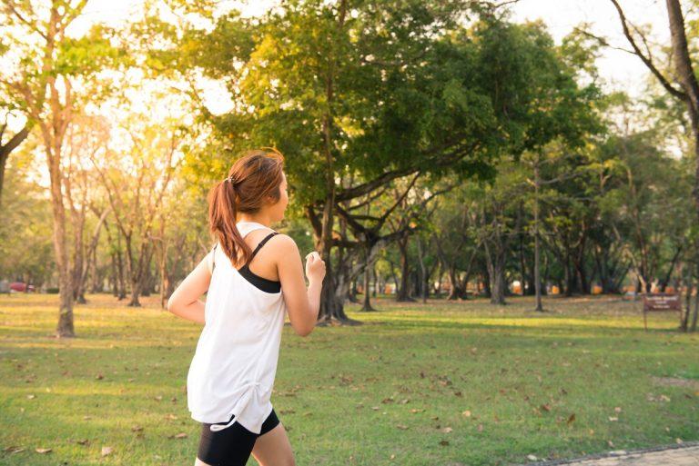 Можно ли тренироваться на голодный желудок?