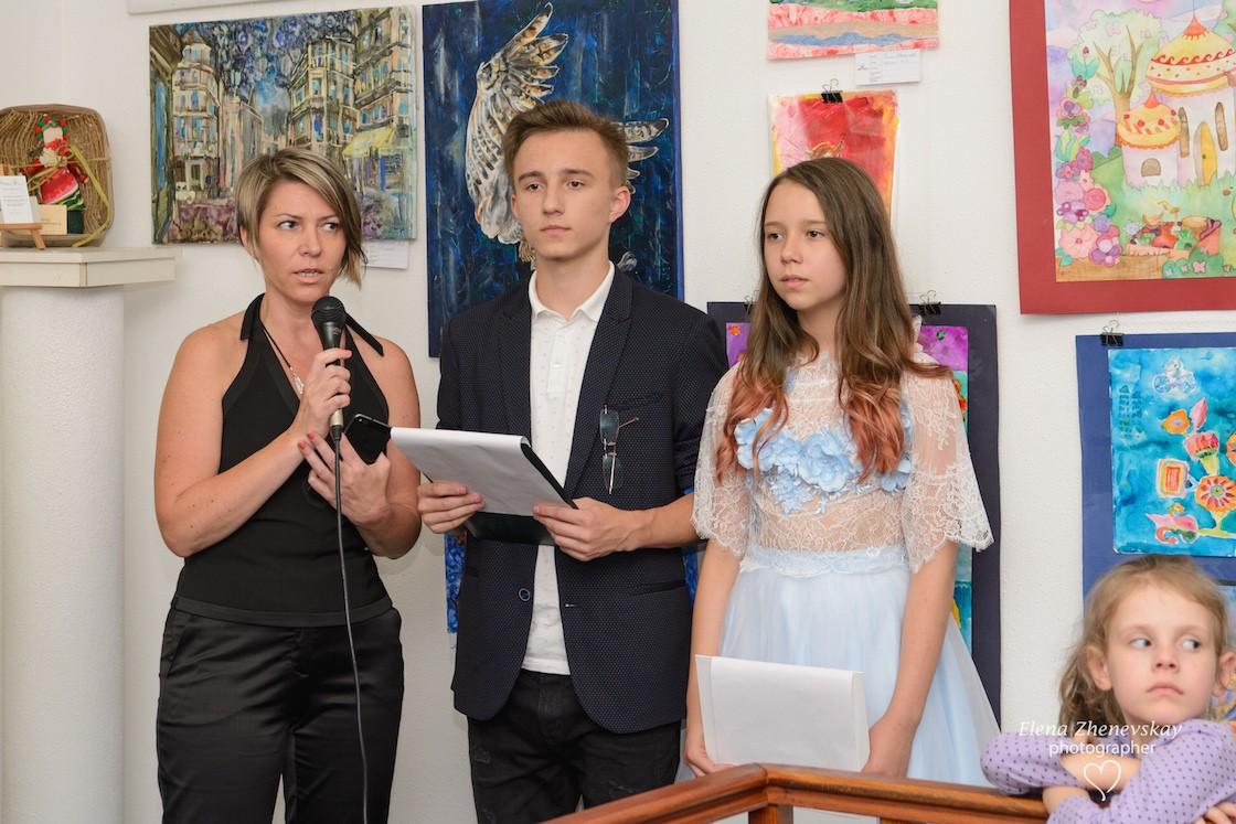 Рисуй, чтобы победить: интерактивная выставка «Мир кино с художником Игорем Галаном» в киевском музее