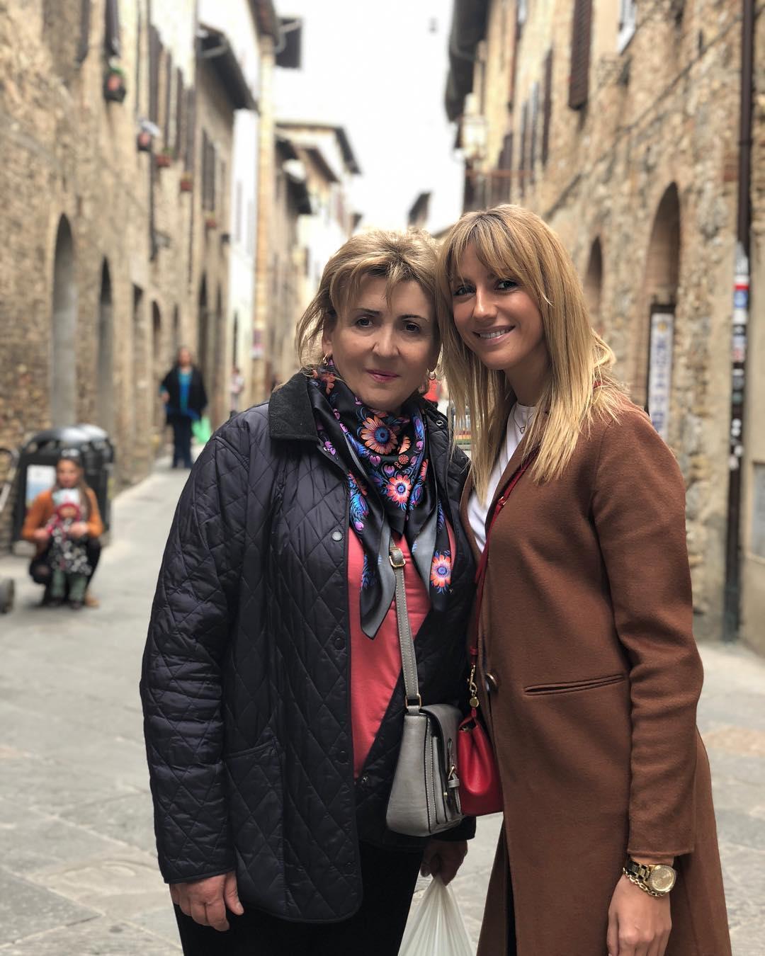День Материл_Леся Никитюк с мамой