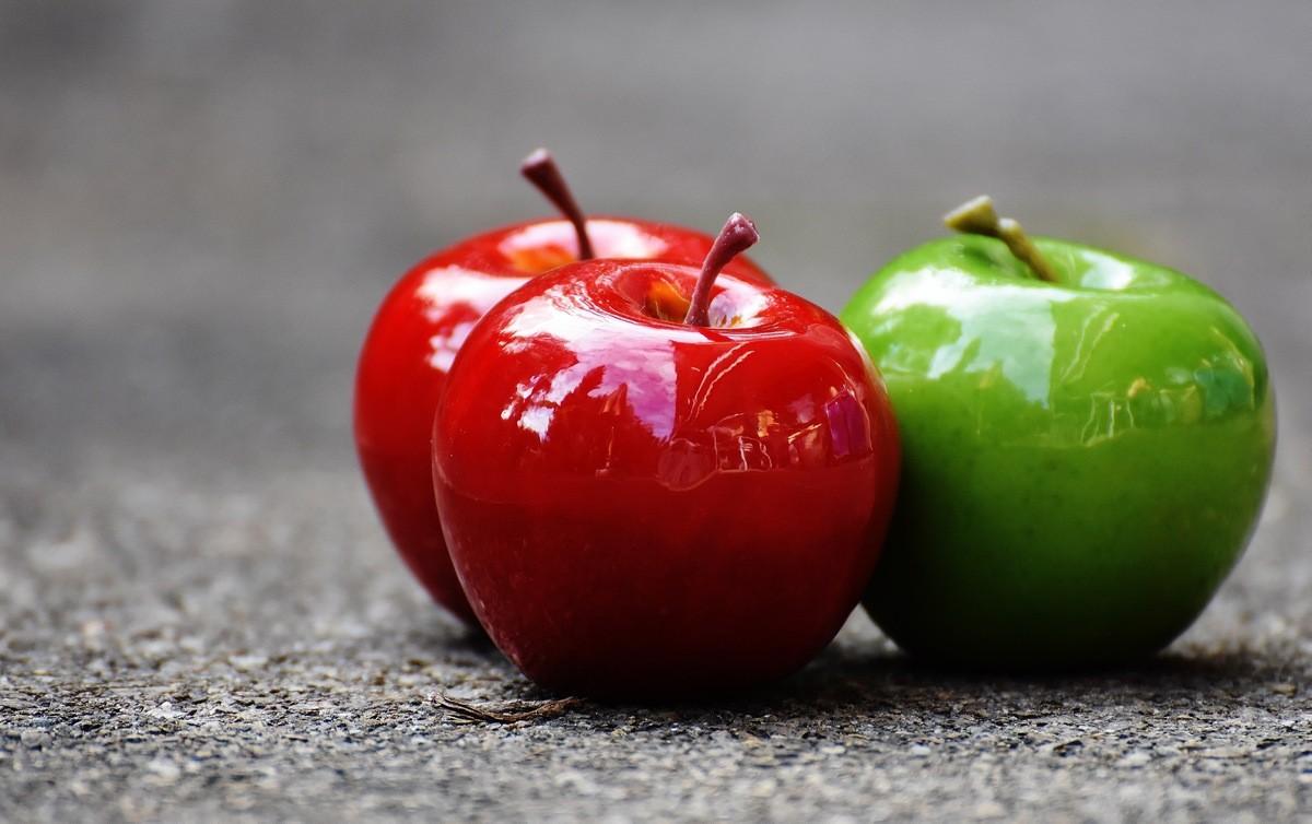 12 продуктов, которые не стоит употреблять перед полетом - Яблоки и другие фрукты
