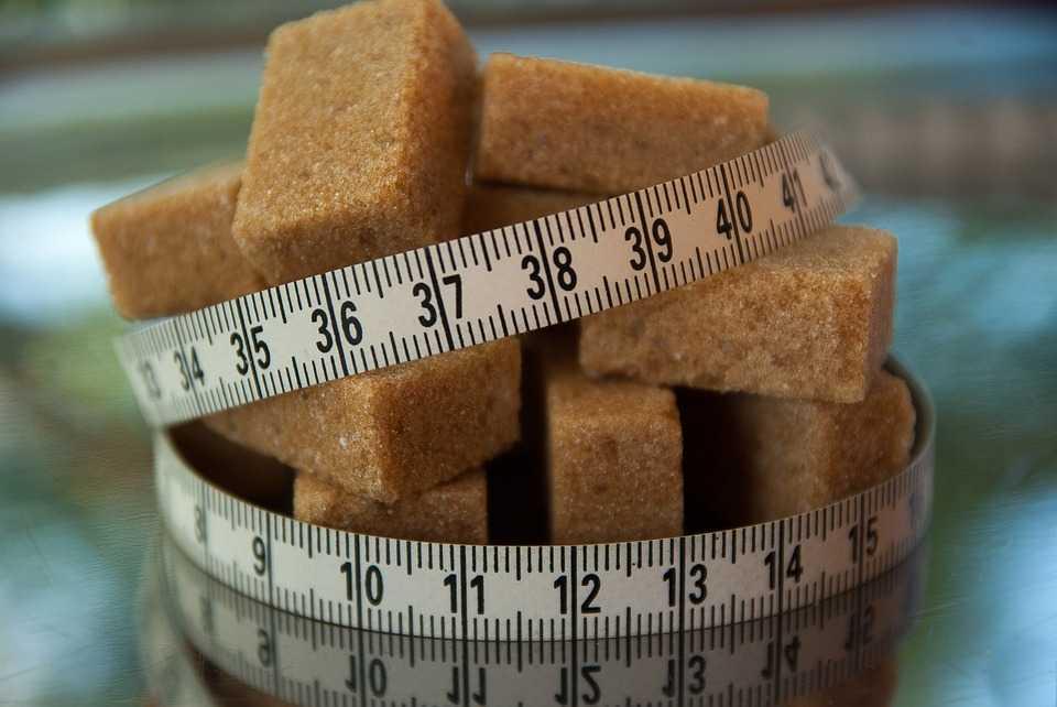 Овсянка имеет меньше сахара, чем многие другие зерновые завтраки