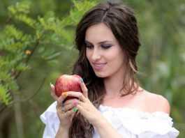 Домашняя маска из яблока для лица с эффектом пилинга