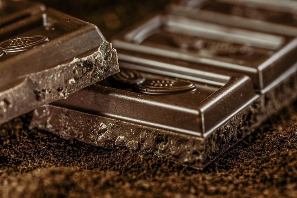 Почему шоколад повышает настроение