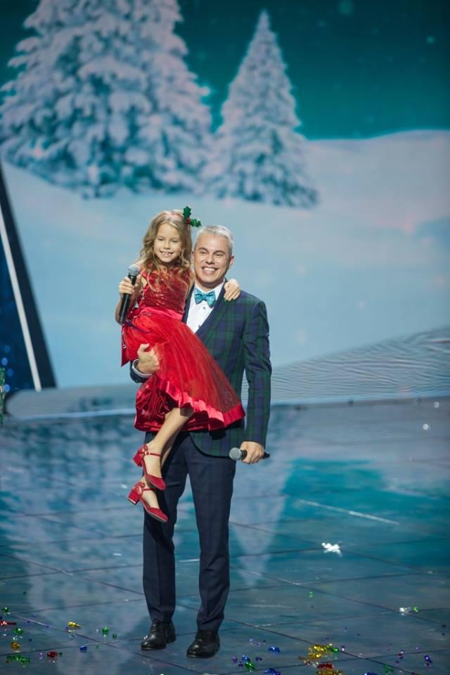 Ведущий Андрей Доманский впервые спел с дочерью Кирой в новогоднем концерте Интера 1
