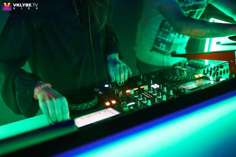 Ведущая радиостанции ХІТ FM Симона Солодуха сыграла первый DJ-set 3