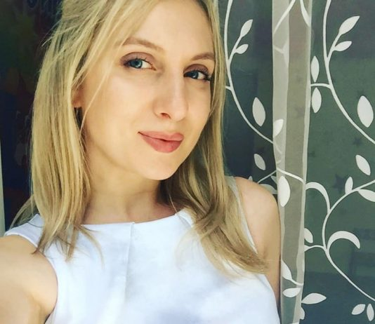 Певица Талина поделилась фото без макияжа