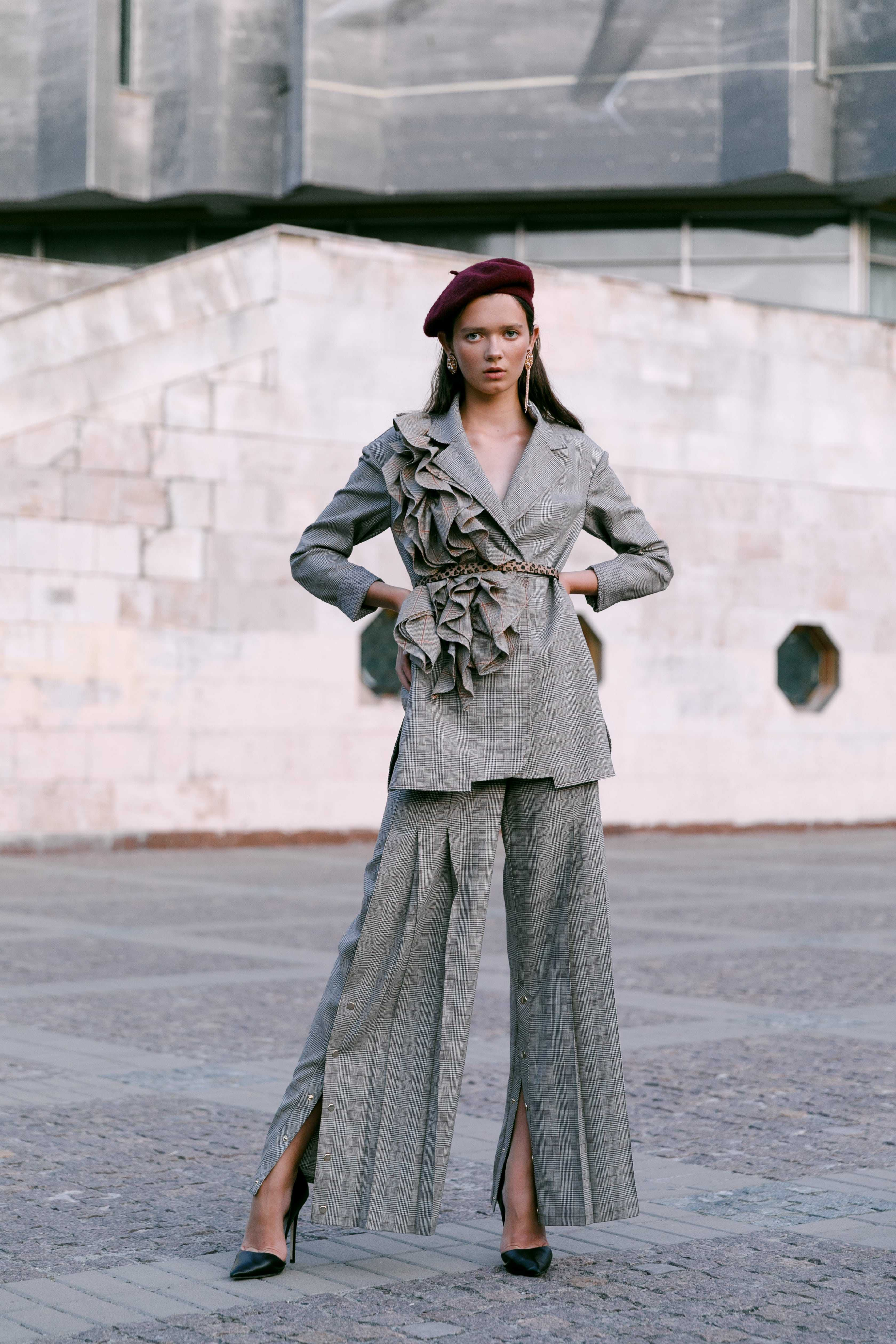 Городская осень 2019 стильные образы от украинских брендов костюм CIX, обувь Hameleon shoes, украшения UMORANOVA