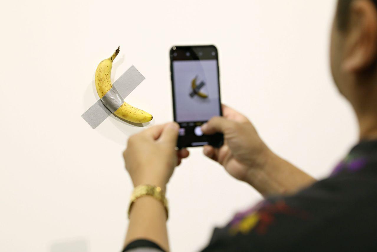 Банановое искусство 9 арт-объектов, удививших мир Maurizio Cattelan_4