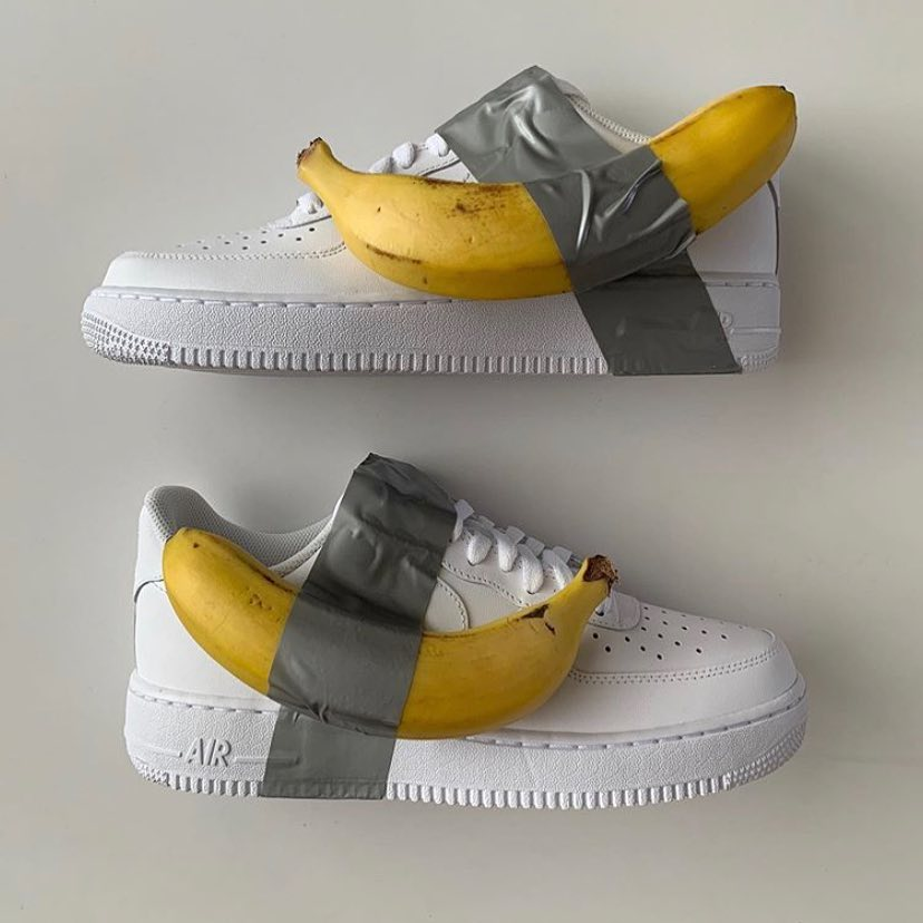Кроссовок с бананом_Maurizio Cattelan_1