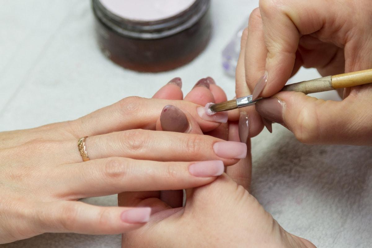 Влияние на здоровье ногтей при процедуре наращивания