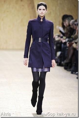 Пальто в стиле минимализма 90-х