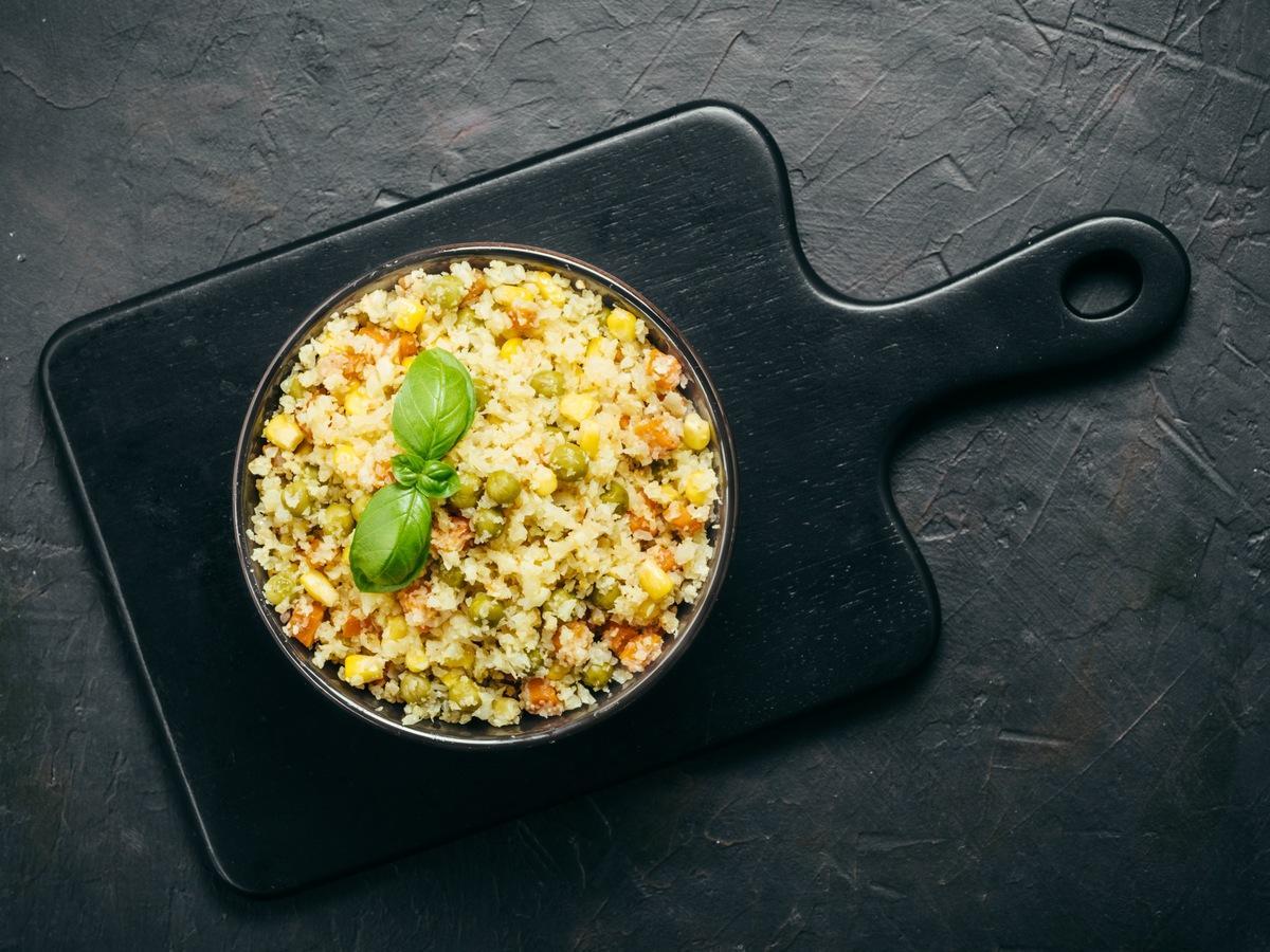Куряче філе з овочами та рисом