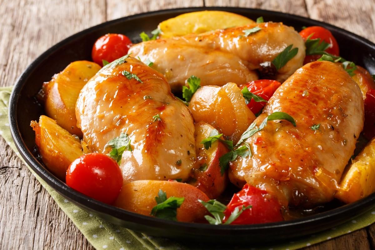 Запечене куряче філе з персиком та голландським соусом