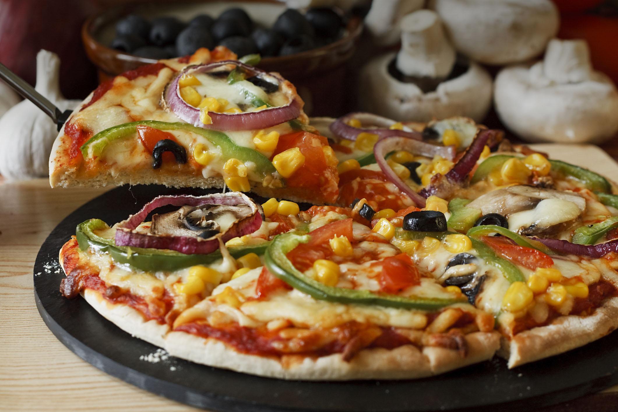Овочева або м'ясна піца