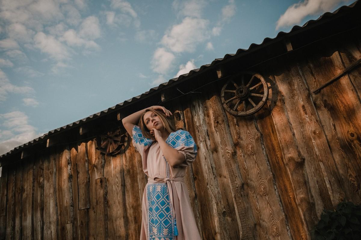 2KOLYORY представил новую коллекцию платьев вышиванок ZERNO 1