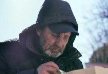 Кусок хлеба или медицинская маска украинская молодежь сняла фильм «Неизолированные» обеспризорных
