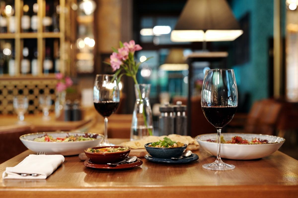 10 восхитительных закусок к белому и красному вину