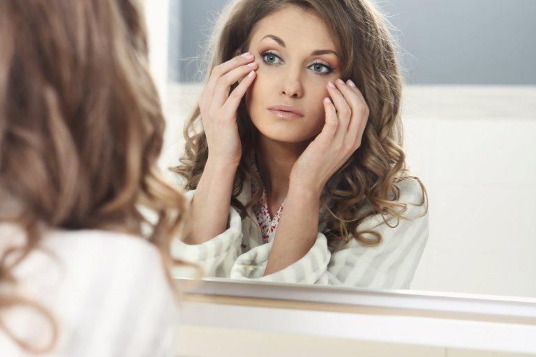 8 привычек, которые вызывают появление морщин